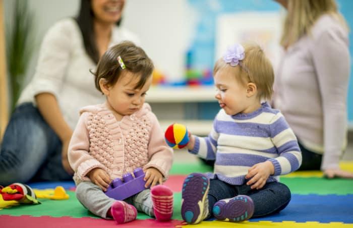 18 Aylık Bebek Sosyal Gelişimi