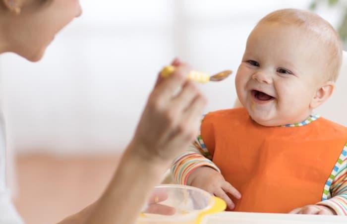 4 Aylık Bebek Beslenmesi/ 4 Aylık Bebek Ne Yer?
