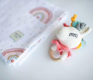 Mama Yoyo Çok Amaçlı Organik Müslin Örtü // Oyuncak Hediye Seti | Rainbow